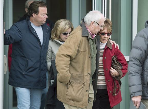 La soeur et la mère de Dennis Oland... (La Presse Canadienne)