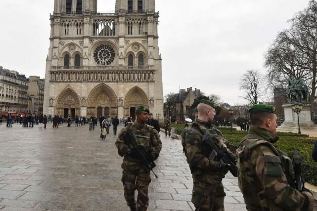 Pour les messes de Noël jeudi soir, la... (AFP, Dominique Faget)