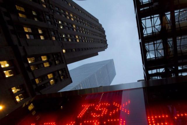 L'indice de référence de la Bourse de Torontoaffiche... (Photo Frank Gunn, Archives La Presse canadienne)