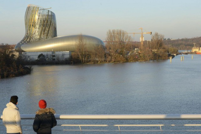 La Cité du Vin à Bordeaux, tout en... (PHOTO ARCHIVES AFP)