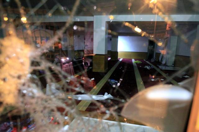 La salle vandalisée de la salle de prière... (Photo Pierre-Antoine FOURNIL, AFP)