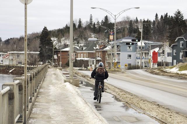 Le vélo est encore un bon moyen de... (Photo Le Quotidien, Mariane L. St-Gelais)