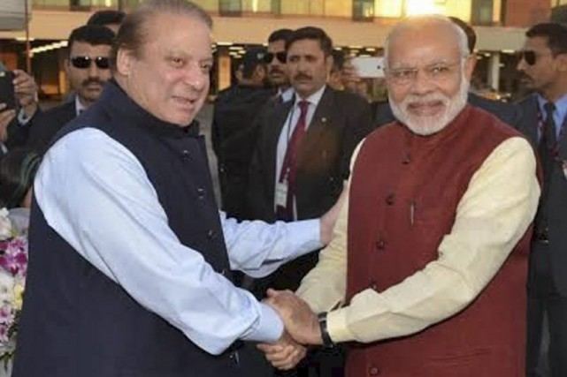 Le premier ministre pakistanais Nawaz Sharif (à gauche)... (PHOTO REUTERS)