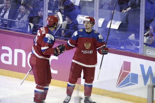 Le Russe Artur Lauta célèbre la victoire avec... (Photo AP, Heikki Saukkomaa)