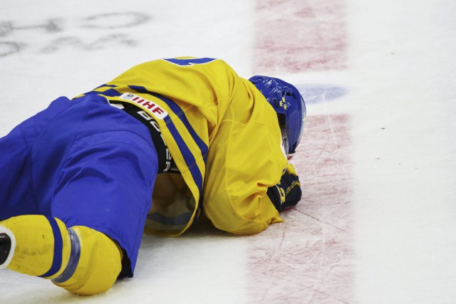 William Nylander a encaissé une violente mise en échec... (PHOTO RONI REKOMAA, ARCHIVES REUTERS)