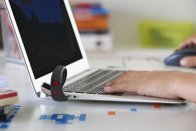 Le bracelet Gameband est un support USB qui...
