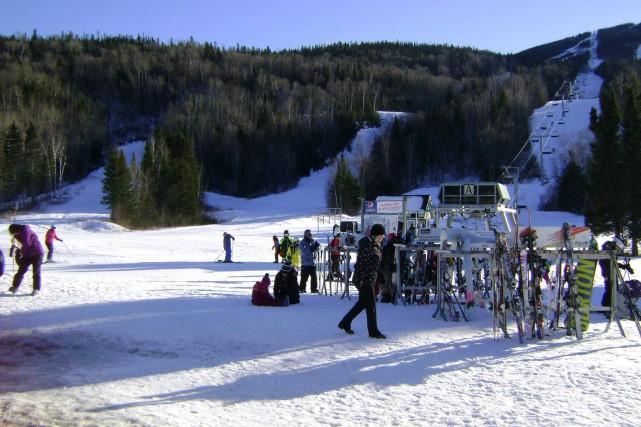 Les skieurs et planchistes sillonnent les pentes du... (Photo tirée de Facebook)