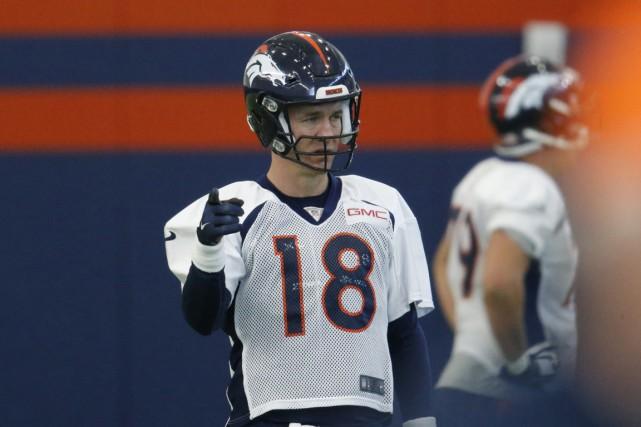 Le quart-arrière des Broncos de Denver, qui était... (Photo AP)