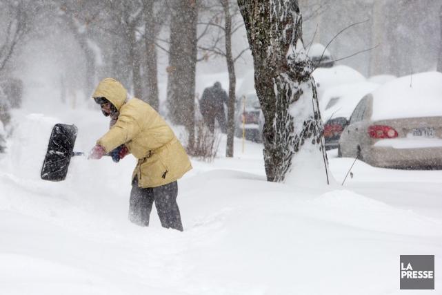 Après l'hiver rigoureux qu'ont connu les Maritimes l'an dernier, un homme du... (Photo archives La Presse)