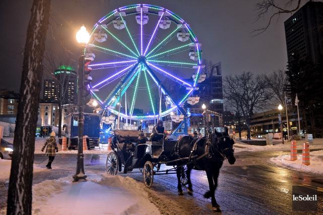 La grande roue brille de mille feux depuis dimanche pour les festivités du... (Le Soleil, Erick Labbé)