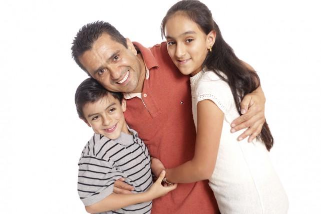 Carlos Villamil et ses enfants Jeremmy et Karla... (photo Catherine Trudeau)