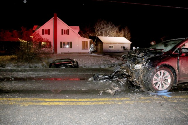 Après l'impact, la voiture a terminé sa course... (photo Julie Catudal)