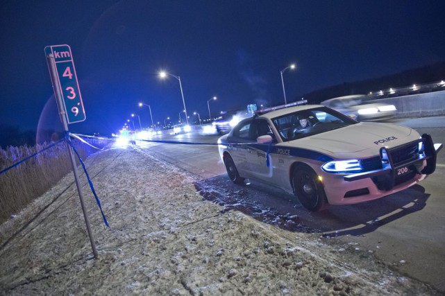 L'appareil ultra-léger s'est écrasé près de l'autoroute 640... (PHOTO FÉLIX O.J. FOURNIER, COLLABORATION SPÉCIALE)