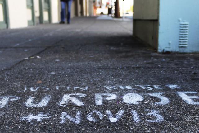 Les graffitis font la promotion du nouvel album... (Photo fournie par la Ville de San Francisco, via AP)