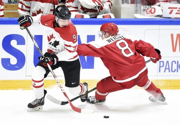 Le centre canadien Dylan Strome s'est amusé sur... (Sean Kilpatrick, PC)