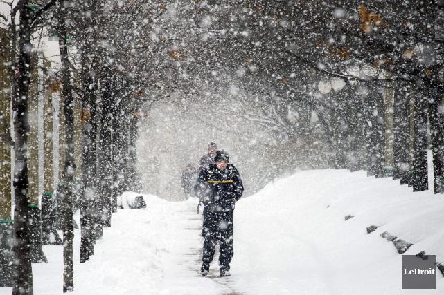 Près de 25 centimètres de neige pourraient tomber... (Martin Roy, Archives LeDroit)