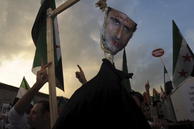 Le 31 mai 2012, des manifestants pendaient une... (Agence France-Presse)
