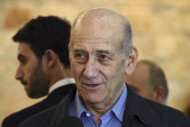 L'ex-premier ministreEhudOlmert s'est dit «libéré d'un poids énorme»... (Photo Debbie Hill, REUTERS)
