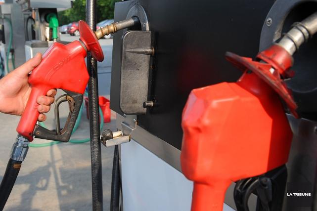Les pays producteurs de pétrole, durement frappés par l'effondrement des cours,... (Photo Archives La Tribune)