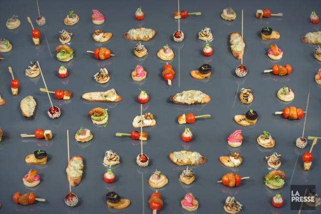 Pour que chacun mange à sa faim, l'hôte... (Photo Olivier Pontbriand, La Presse)