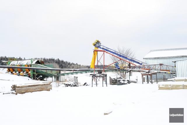 La scierie est en arrêt pour l'hiver, mais... ((Photo Le Quotidien, Gimmy Desbiens))