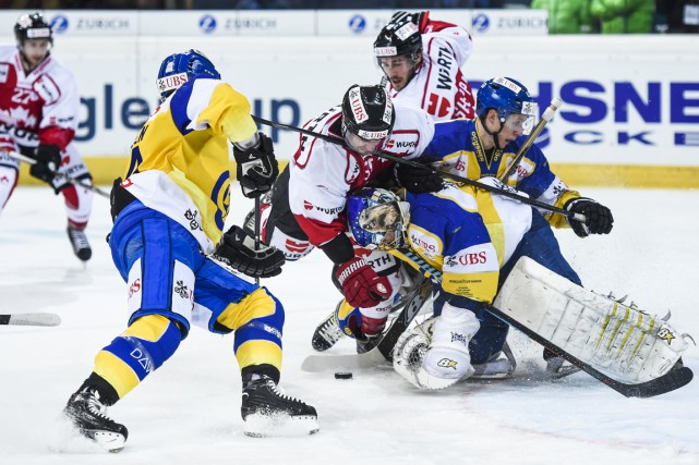 Le Canada avait vaincu le HC Davos 2-0... (Associated Press)