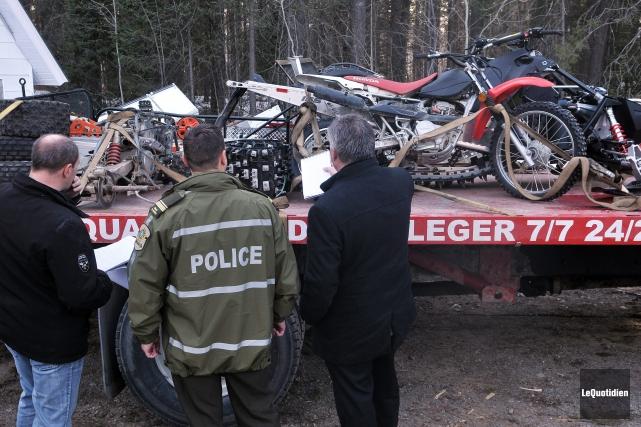Les policiers ont effectué plusieurs perquisitions en lien... (Archives Le Quotidien, Rocket Lavoie)