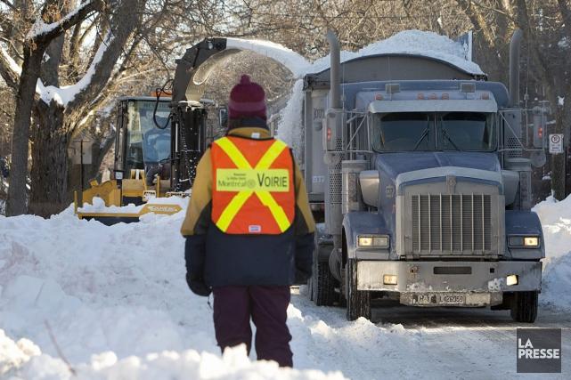 Un camionneur responsable de transporter des convois de neige a pris la fuite,... (Photo Robert Skinner, Archives La Presse)
