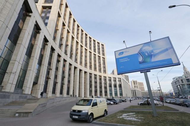 Face à la récession qui frappe depuis un... (PHOTO MAXIM ZMEYEV, REUTERS)