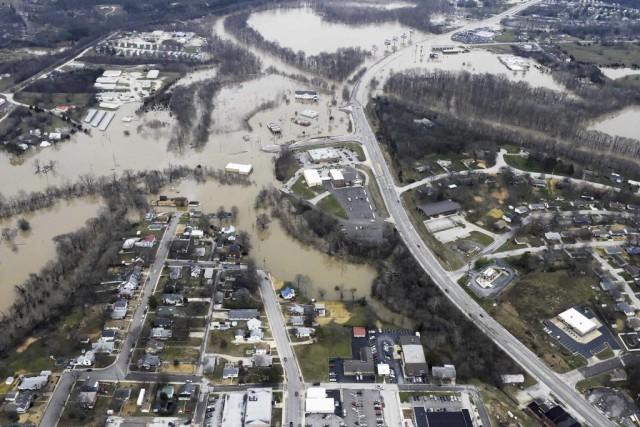 Des routes et des maisons ont été submergées... (Photo REUTERS/Kate Munsch)