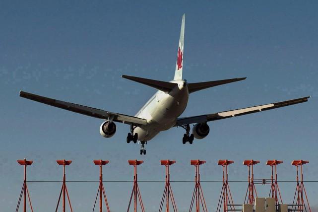 Des passagers d'un vol d'Air Canada disent avoir vécu une expérience... (Photo La Presse Canadienne)