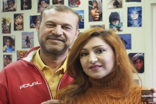 Muthanna Khudhair et sa femme Noor Isaam Al... (Alain Dion, La Voix de l'Est)