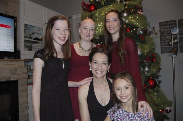 Les filles de la famille croquées près du... (Courtoisie)
