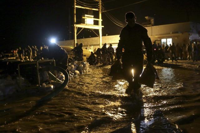 Des prisonniers et des citoyens du Missouri ont... (Cristina M. Fletes, Associated Press)