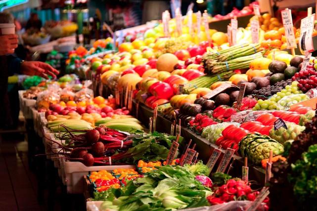 Les prix des aliments ont affiché en octobre leur premier recul sur une base... (123RF/ Woody Pipatchaisiri)