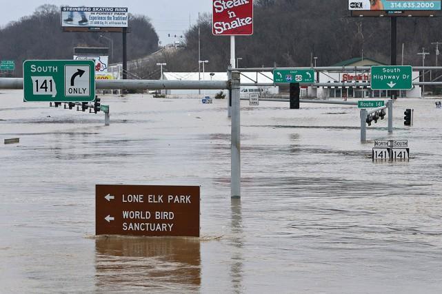 Les cours d'eau ont atteint leur niveau le... (Photo Robert Cohen/St. Louis Post-Dispatch via AP)