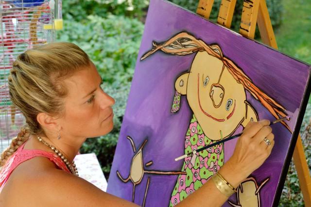 Sophie Bergeron reproduit sur toile des dessins d'enfants,... (PHOTO FOURNIE PAR L'ARTISTE)