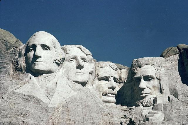 Quatre illustres présidents américains sont sculptés sur le... (Photo archives AP)