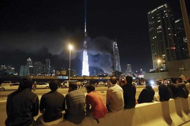 L'hôtel Address Downtown, parcouru dans la soirée par... (PHOTO KARIM SAHIB, AFP)