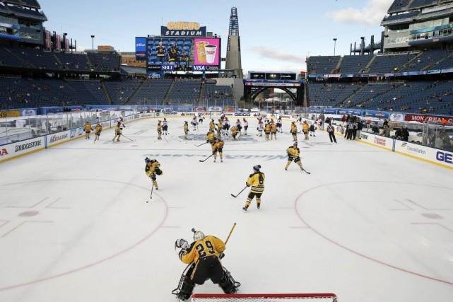 La Classique hivernale, jeudi au Stade Gillette.... (Photo Michael Dwyer, AP)