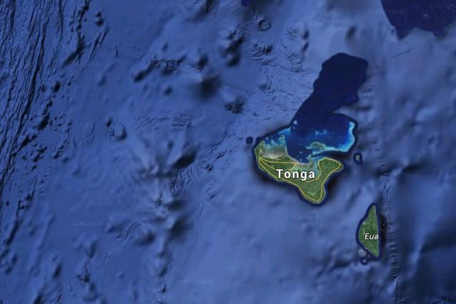 Les Tonga ont déclaré préventivement l'état d'urgence samedi, lorsque le... (Image Google Earth)