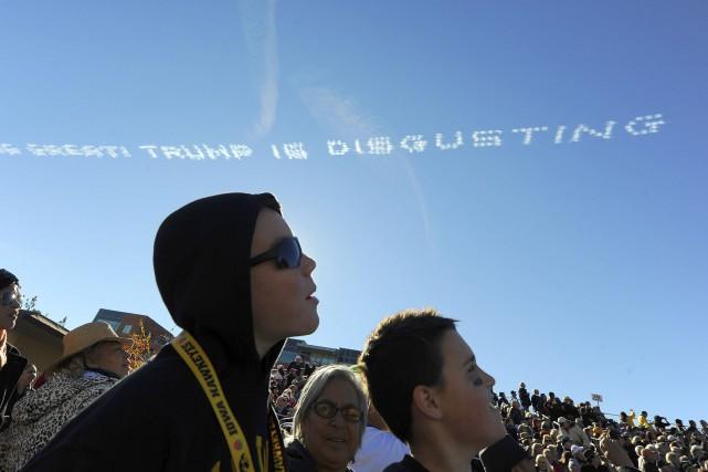 «L'Amérique est géniale! Trump est répugnant», pouvait-on lire... (AP, Michael Owen Baker)