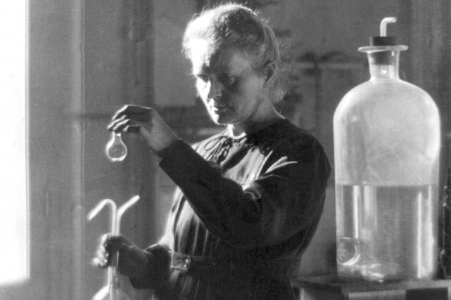En 1903, Marie Curie et son mari, Pierre... (Photo archives AFP)