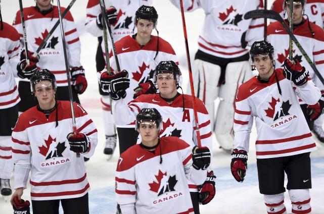Les mines étaient déconfites chez Équipe Canada Junior... (La Presse Canadienne, Sean Kilpatrick)