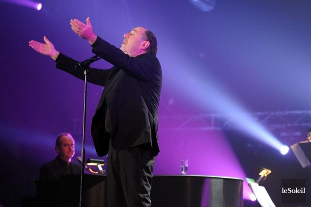 Michel Delpech en prestation au Colisée de Québec,... (Photothèque Le Soleil)