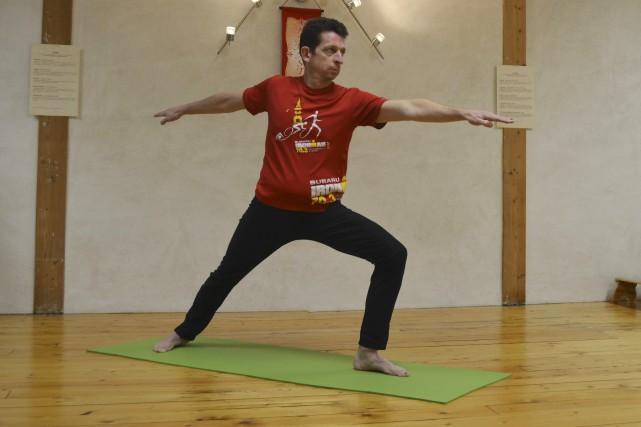 Bien plus qu'un enchaînement de postures, le yoga... (Photo Le Progrès-Dimanche)