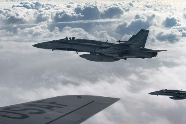 Le Canada fournit à la coalition internationale dirigée... (ARCHIVES LA PRESSE CANADIENNE/AVIATION ROYALE CANADIENNE)
