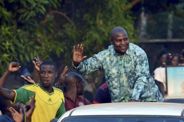 Le candidat indépendant Faustin Archange Touadéra en promenade... (PHOTO ISSOUF SANOGO, AFP)
