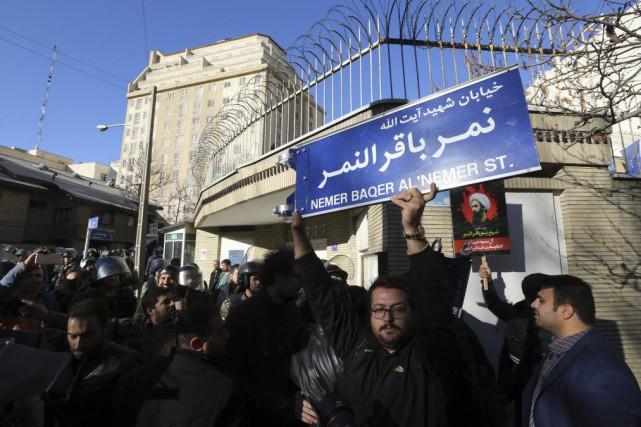 L'annonce fait suite à l'attaque de l'ambassade saoudienne... (PHOTO ATTA KENARE, AFP)