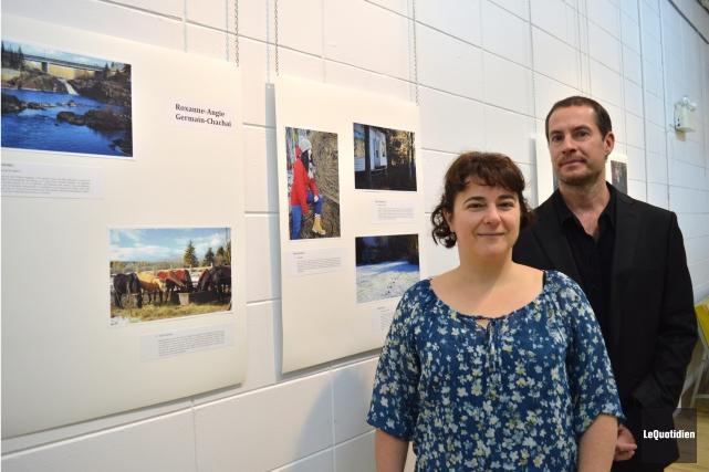 La directrice de IQ L'Atelier et l'enseignant Frédérick... (Photo Le Quotidien, Dominique Gobeil)
